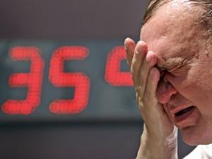 Европейцы страдают от аномальной жары; синоптики предсказывают дальнейшее повышение температуры