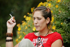 Курить женщинам категорически нельзя