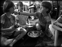 Печенье и чипсы в рационе ребенка снизят его умственные способности на всю жизнь
