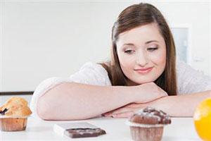 Калорийная пища разрушает женский мозг
