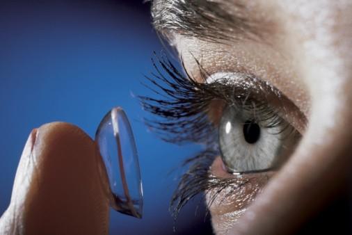 Очки или контактные линзы: делаем правильный выбор