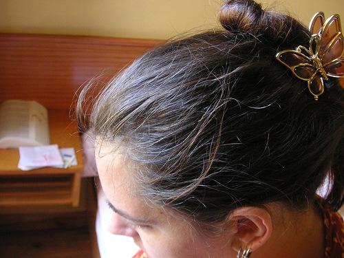 Причины возрастного и раннего поседения волос