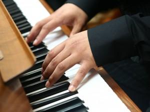 Пение и музыка помогут в лечении заболеваний мозга и инсульта