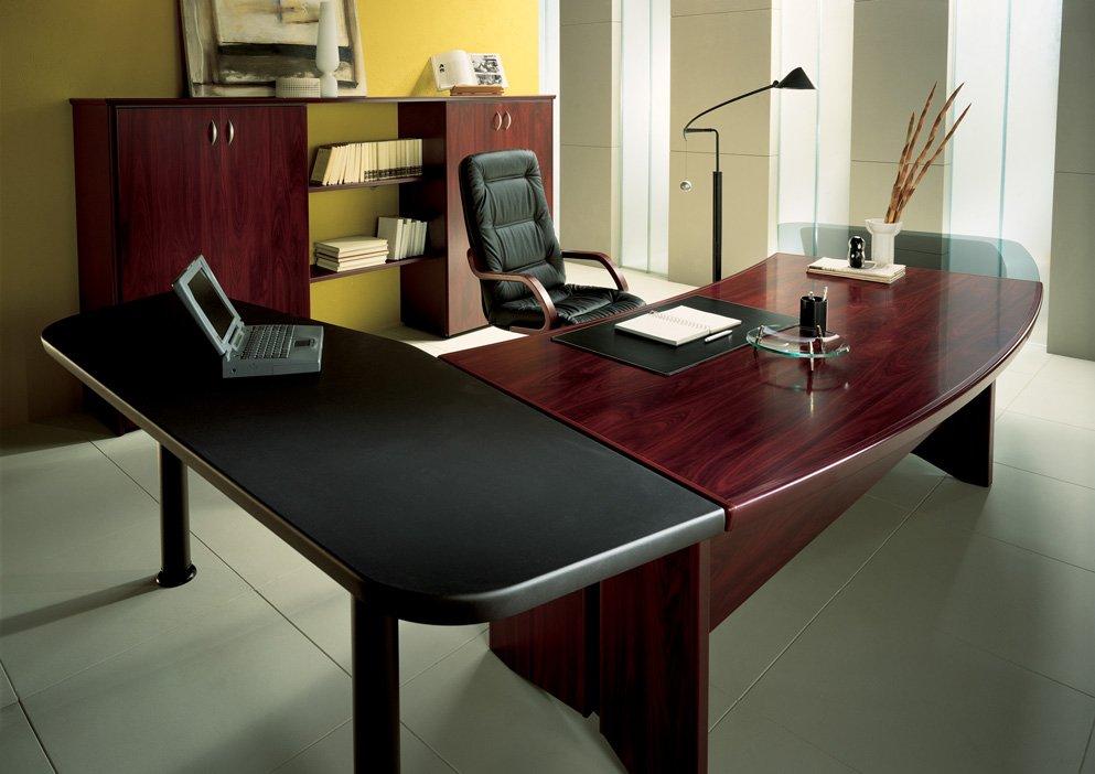 При планировании офисного помещения очень важным фактором является подбор офисной мебели
