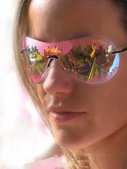 Очки с цветными линзами помогают забыть о приступах мигрени