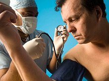 Выявить болезнь сосудов поможет обычный тонометр