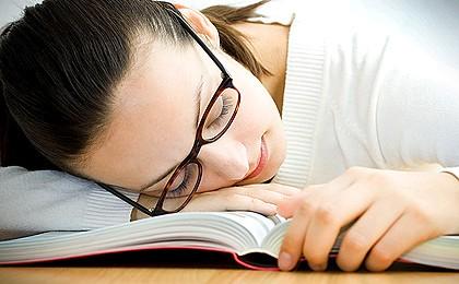 К перееданию приводит недостаток сна