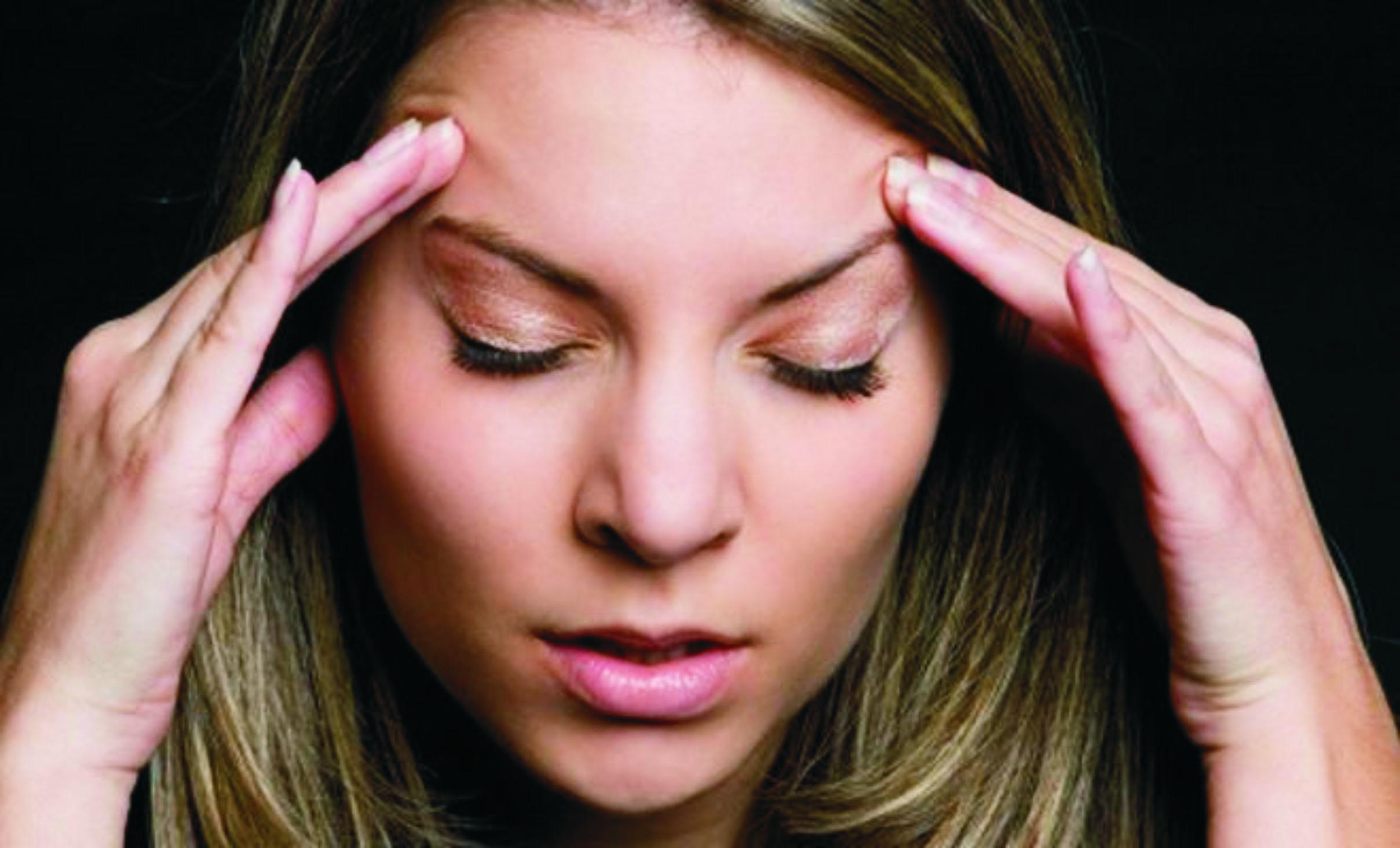 Головная боль может вызвать депрессию у женщины