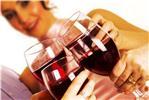 Женщинам лучше принимать до 7 стаканов вина или пива в неделю