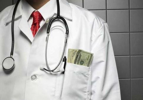 Невролог в Омске выписывал больничные за таксу в 5 тысяч рублей