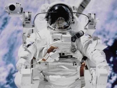 В Югре малышей хотят научить ходить с помощью костюма космонавта