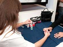 Парикмахеры и мастера маникюра рожают больных детей, заявляют ученые