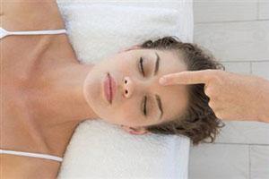 Обновление женского организма тайским массажем