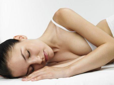 Во время сна мозг усыпляет мышцы