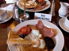 Жирные завтраки провоцируют болезни сосудов