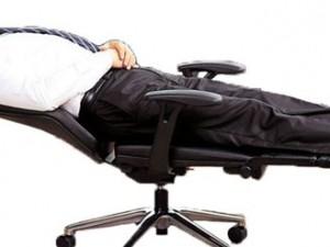 Хороший выбор компьютерных кресел и стульев