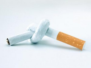 Бросать курить с помощью электронных сигарет опасно