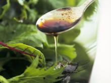 Кардиологи советуют чаще добавлять в салаты оливковое масло