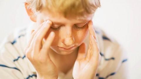 Почему у ребёнка может болеть голова