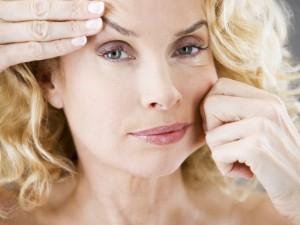 Как замедлить процесс образования морщин на лице?