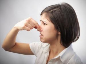 О чем говорит неприятный запах изо рта?