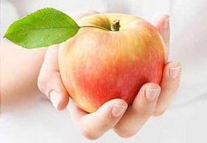 Британские ученые убедились в пользе яблок для людей c сердечно-сосудистыми заболеваниями