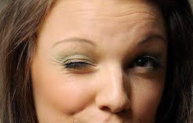 Почему дергается глаз? Причины и лечение