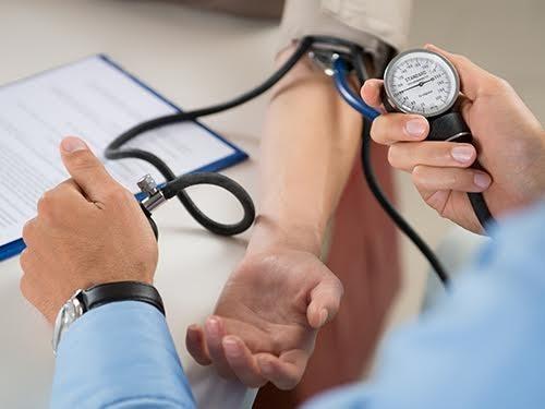 Прием гипотензивных препаратов снизит риск развития инсульта даже у тех, чье давление в норме