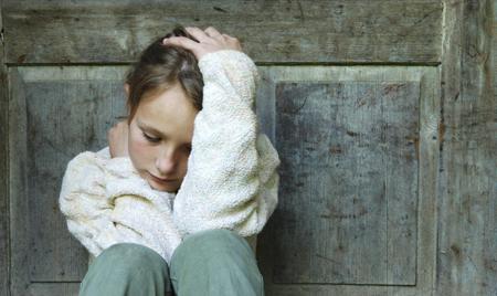 Причина детской депрессии — бедность