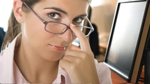 Как выбрать оправу для очков с диоптриями?