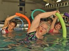 Йога и аквааэробика помогут при рассеянном склерозе