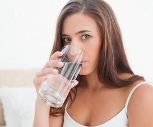 Оздоровление по-японски: 4 стакана воды от головной боли