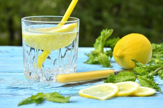 Как пить воду с пользой для здоровья и фигуры?