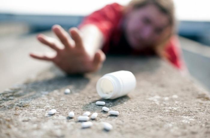 Почему люди становятся наркоманами, и как им можно помочь?
