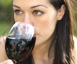 Большой бокал вина в день защитит от инсульта