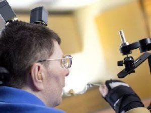 Имплант в мозге поможет преодолеть паралич