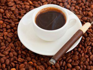 Сочетание курения и кофеина исключительно вредно для кровеносных артерий
