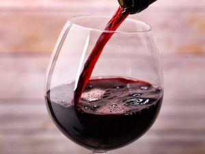 Регулярное употребление небольшого количества красного вина предотвращает гибель нейронов