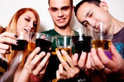 Чрезмерное употребление спиртных напитков приводит к слабоумию