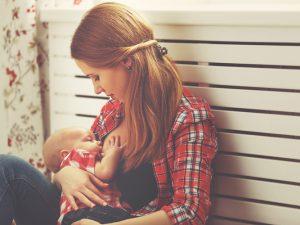 Кормление грудью защищает матерей от инфаркта