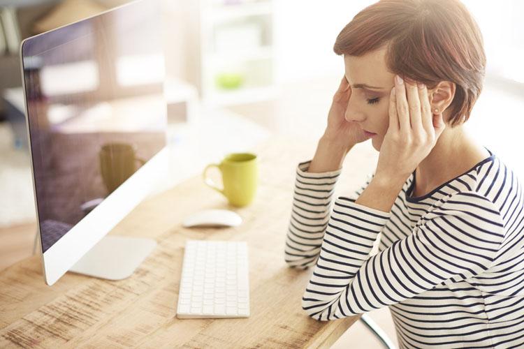 Головная боль: лечиться самому или пойти к врачу?