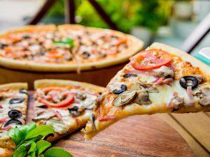 Горячую пиццу ннада?