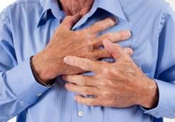 Остановившееся сердце больного «запустил» друг, упавший на него