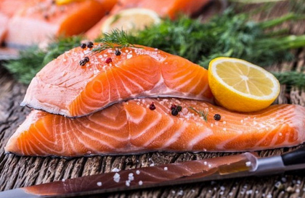 Жирная рыба снижает риск рассеянного склероза