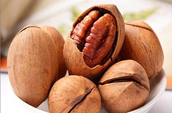 Ученые назвали самый полезный для сердца орех