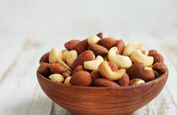 Для защиты от мерцательной аритмии лучше налегать на орехи
