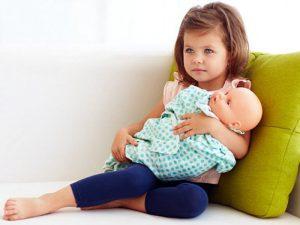 Ум ребенка зависит от того, какой рукой он держит куклу