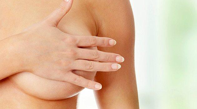 Как уменьшить боль в груди перед месячными?