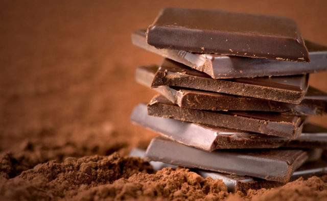 Врачи рассказали, как шоколад влияет на сердце