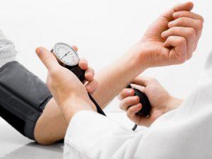 Врачи развенчали влияние возраста на артериальное давление